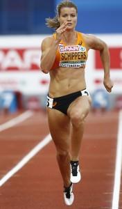2016-07-08 20:05:34 AMSTERDAM - Dafne Schippers in actie tijdens de halve finale van de 100m op het EK atletiek in het Olympisch Stadion. ANP VINCENT JANNINK