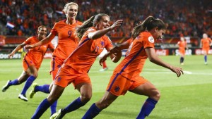 epa06123558 (L-R) Shanice van de Sanden, Vivianne Miedema and Lieke Martens celebrate with Danielle van de Donk (R) of the Netherlands after scoring the 2-0 goal during the semi final match Netherlands vs England at the UEFA Women's EURO 2017 soccer tournament in Enschede, the Netherlands, 03 August 2017.  EPA/VINCENT JANNINK